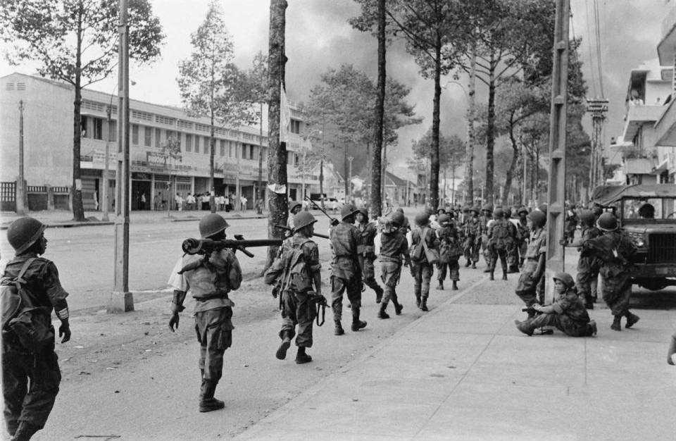 Quân đội Ngô Đình Diệm đánh Bình Xuyên trên đường Trần Hưng Đạo